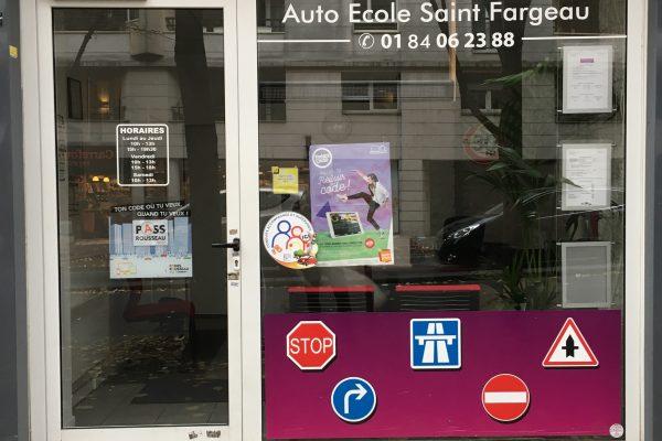 vitraine auto-école paris saint-fargeau